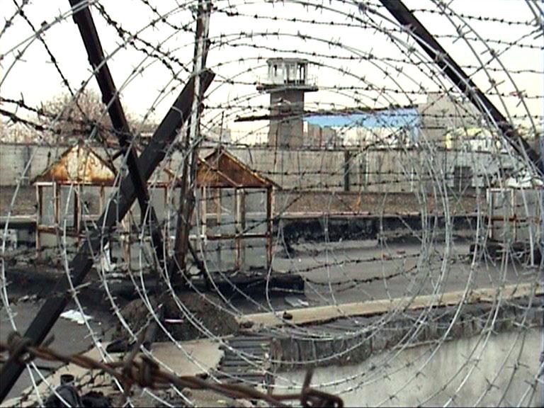 گفتوگو با نویسندۀ کتاب «دیوارنوشتههای زندان قصر»: بند زنان تخریب شد