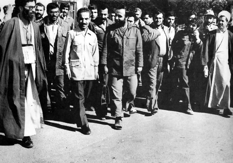 http://www.tarikhirani.ir/Images/news/1327845560_khamenei-rajayi-hashemi.jpg