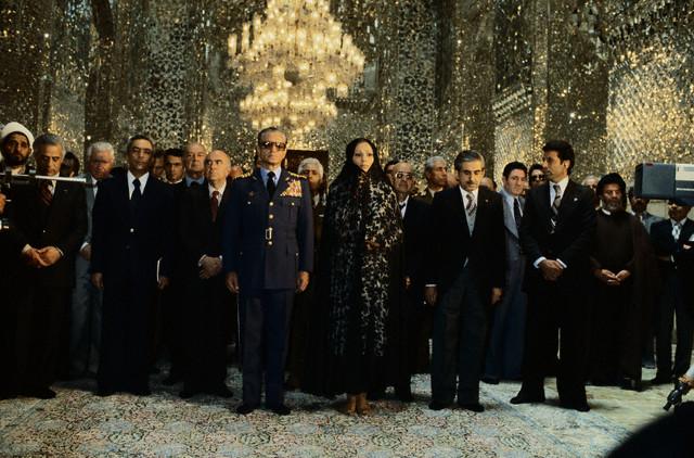 http://www.tarikhirani.ir/Images/news/1341560014_shah-farah2.jpg