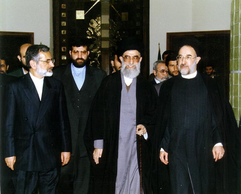 بازدید مقام معظم رهبری از سالن اجلاس سران