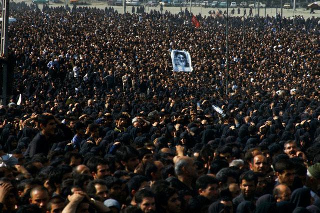 http://tarikhirani.ir/Images/NewsGallery/2011-06-03_11.19.32_imam-funeral7.jpg