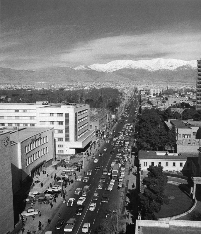 [تصویر:  Ferdowsi-Pakzad-1966-2.jpg]