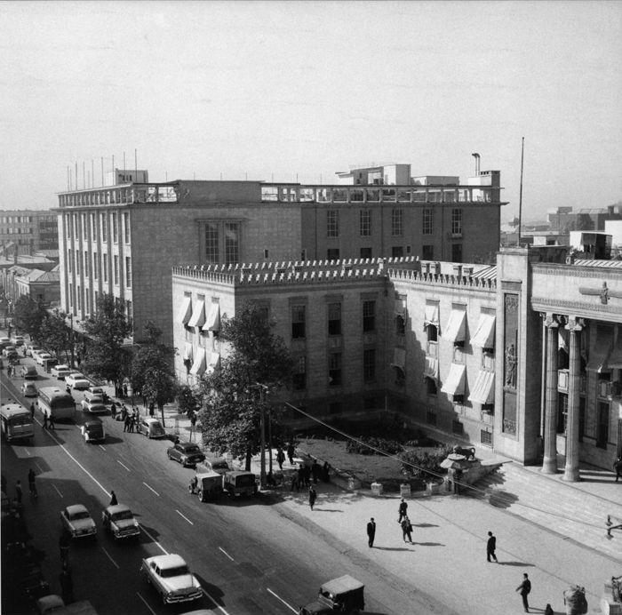 [تصویر:  Ferdowsi-Pakzad-bank-61.jpg]